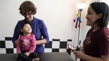 El reto de criar a una bebé con microcefalia asociada al zika