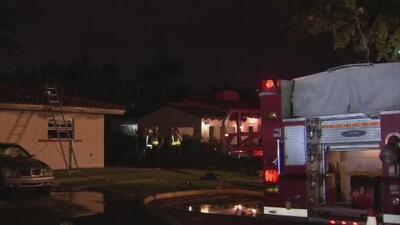 """""""Hemos perdido todo"""": una familia de Coral Gables se queda sin hogar tras un voraz incendio"""