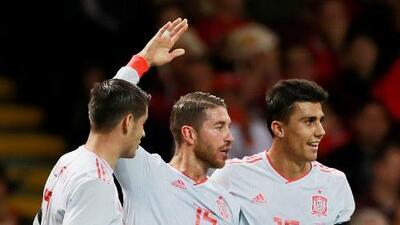 Sergio Ramos se defiende con un video donde demuestra que no pisó a Sterling