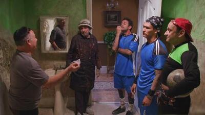 Los vecinos ayudaron a Arturo para que les sirva de amuleto en el futbol