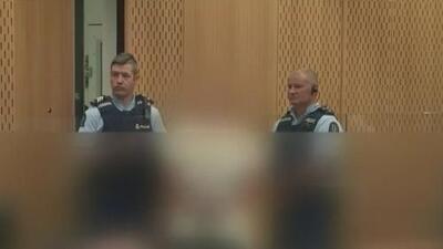 Sospechoso de la masacre en dos mezquitas de Nueva Zelanda se presenta sonriente ante la justicia