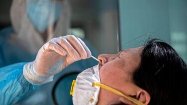 Una clínica chilena vendía pruebas falsas de covid-19 con resultado negativo por 85 dólares