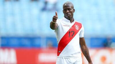 Tigres anunció la venta de Luis Advíncula al Rayo Vallecano