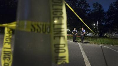 Matan a joven de 22 años frente a su novia: Mueren 4 y 19 son heridos durante fin de semana sangriento en Chicago