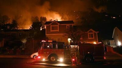 Más de 100 casas han sido destruidas por las llamas en Thousand Oaks
