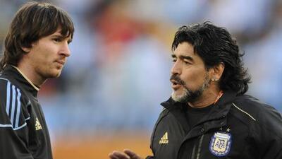 Maradona contó cuando enseñó a Messi a patear tiros libres