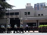Funcionarios chinos toman el control del edificio donde operó el consulado de Estados Unidos