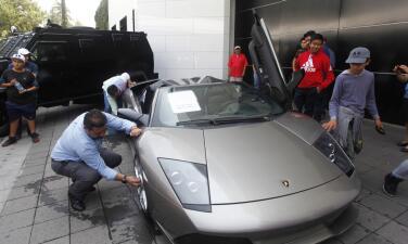 Estos son algunos de los carros del narco subastados en México