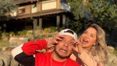La travesía de Chiquis Rivera y su novio por una foto en la casa donde se grabó 'Bird Box'