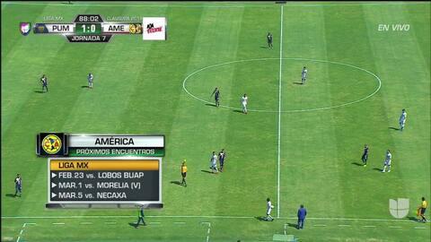 Tarjeta amarilla. El árbitro amonesta a Idekel Domínguez de Pumas UNAM