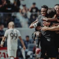 De la mano de Vela, LAFC vence a Colorado y rompe récords
