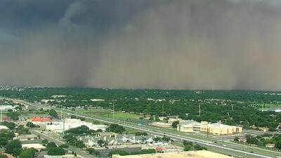 A 60 millas por hora: Así pasó por encima de una ciudad de Texas esta gran tormenta de polvo