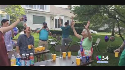 """Abuela de 100 años le gana en """"beer pong"""" a sus familiares"""