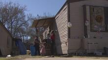 Familia en Houston denuncia estar viviendo una pesadilla por cuenta de la falta de agua tras la tormenta