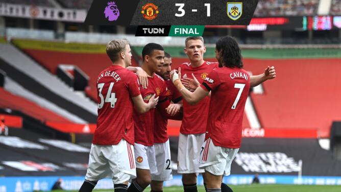 Manchester United gana y se acerca al City por el título