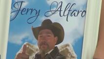 Realizan vigilia en memoria de Jerry Alfaro, el motociclista atropellado al noroeste de San Antonio