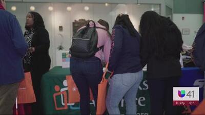 Noticias Univision 41 y La Federación Hispana organizan feria de empleo para estudiantes universitarios