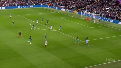 ¡GOOOL! Raheem Sterling anota para Manchester City
