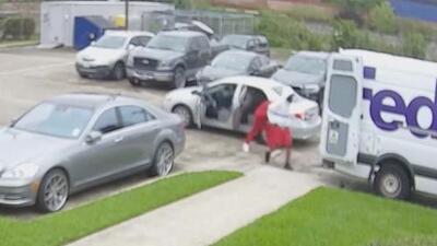 Buscan a sospechosos de robar un camión de FedEx al norte de Houston