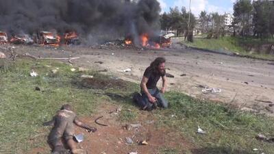 La imagen de un fotógrafo llorando desconsolado se convierte en emblema de la tragedia de los niños en Siria