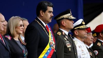 """Bajo el grito de """"libertad"""", venezolanos en Miami rechazan la juramentación de Nicolás Maduro"""