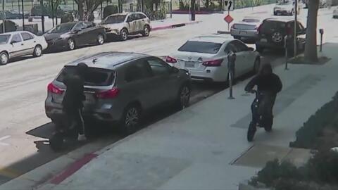 Arrestan a cinco sospechosos de cometer robos mientras se movilizan en patinetas eléctricas