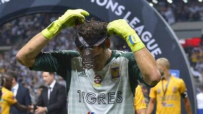 Nahuel Guzmán tiró un cabezazo a Layún tras final de Concacaf