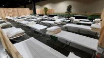 """""""Van a estar bien cuidados"""": Long Beach recibe al primer grupo de niños inmigrantes en su centro de convenciones"""