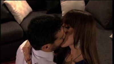 """Gaby Spanic y David Zepeda, besos de maldad en """"Soy Tu Dueña"""""""