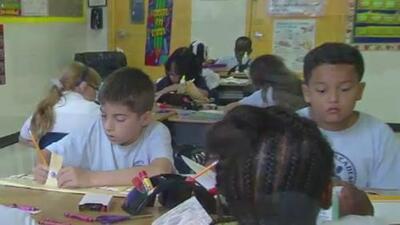 Conoce los derechos que tienen los padres de familia hispanos en las escuelas de sus hijos