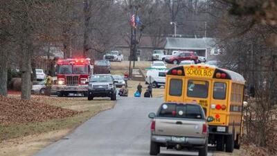 Dos estudiantes murieron y 17 más resultaron heridos tras tiroteo en una escuela preparatoria en Kentucky