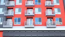 Gobernador de California propone una inversión de $1.75 mil millones en viviendas para los más necesitados