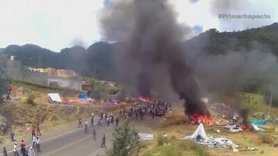 Indígenas desalojan bloqueo de maestros disidentes en México