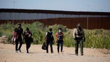 """""""Cruzan pensando que es fácil"""": cientos de migrantes siguen arriesgando la vida por llegar a la frontera sur de EEUU"""