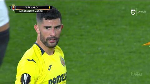 Tarjeta amarilla. El árbitro amonesta a Álvaro González de Villarreal