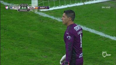 Hugo González le arrebata el gol a Raúl Ruidíaz