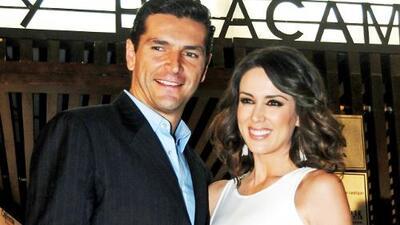 Jacqueline Bracamontes y Martín Fuentes más enamorados que nunca