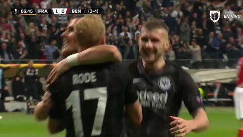 ¡GOOOL! Sebastian Rode anota para Eintracht Frankfurt