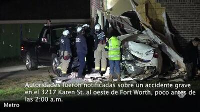 Auto se estrella en una vivienda de Fort Worth