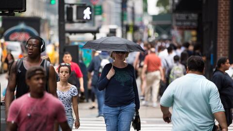 En un minuto: Una ola de calor dejará temperaturas de hasta 100ºF en el Medio Oeste y Noreste