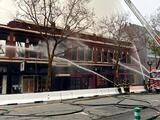Incendio de 4 alarmas arde en edificio comercial del centro de San José