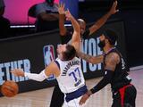 La NBA multa a Marcus Morris por golpear a Luka Doncic