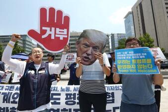En fotos: las protestas contra la visita del presidente Trump a Corea del Sur