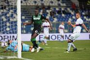 REGGIO NELL'EMILIA, ITALY - SEPTEMBER 02: (C) Khouma Babacar of US Sassuolo pulls the ball into the goal during the serie A match between US Sassuolo and Genoa CFC at Mapei Stadium - Citta' del Tricolore on September 2, 2018 in Reggio nell'Emilia, Italy. (Photo by Pier Marco Tacca/Getty Images)