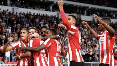 En fotos: Con un contundente 3-0, el PSV se pone arriba ante chipriotas del Apollon