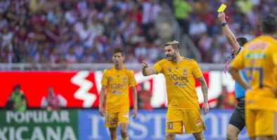 Gignac y Nahuel caen en provocaciones al final del juego contra Chivas