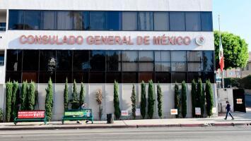 Estos son los servicios que están funcionando en el Consulado General de México en Los Ángeles