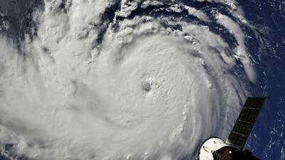 Florence se fortalece en el Atlántico y se perfila como el huracán más fuerte de las últimas décadas en la costa este de EEUU