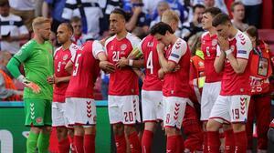 Tras desvanecimiento de Eriksen, se suspende el Dinamarca-Finlandia