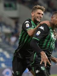 REGGIO NELL'EMILIA, ITALY - SEPTEMBER 02: Kevin-Prince Boateng (R) of US Sassuolo celebrates his first goal with Domenico Berardi of US Sassuolo during the serie A match between US Sassuolo and Genoa CFC at Mapei Stadium - Citta' del Tricolore on September 2, 2018 in Reggio nell'Emilia, Italy. (Photo by Pier Marco Tacca/Getty Images)